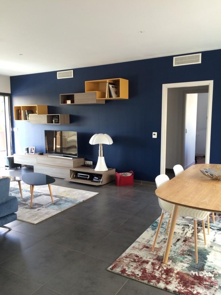 coralie aubert un salon salle manger contemporain et color la ciotat coralie aubert. Black Bedroom Furniture Sets. Home Design Ideas