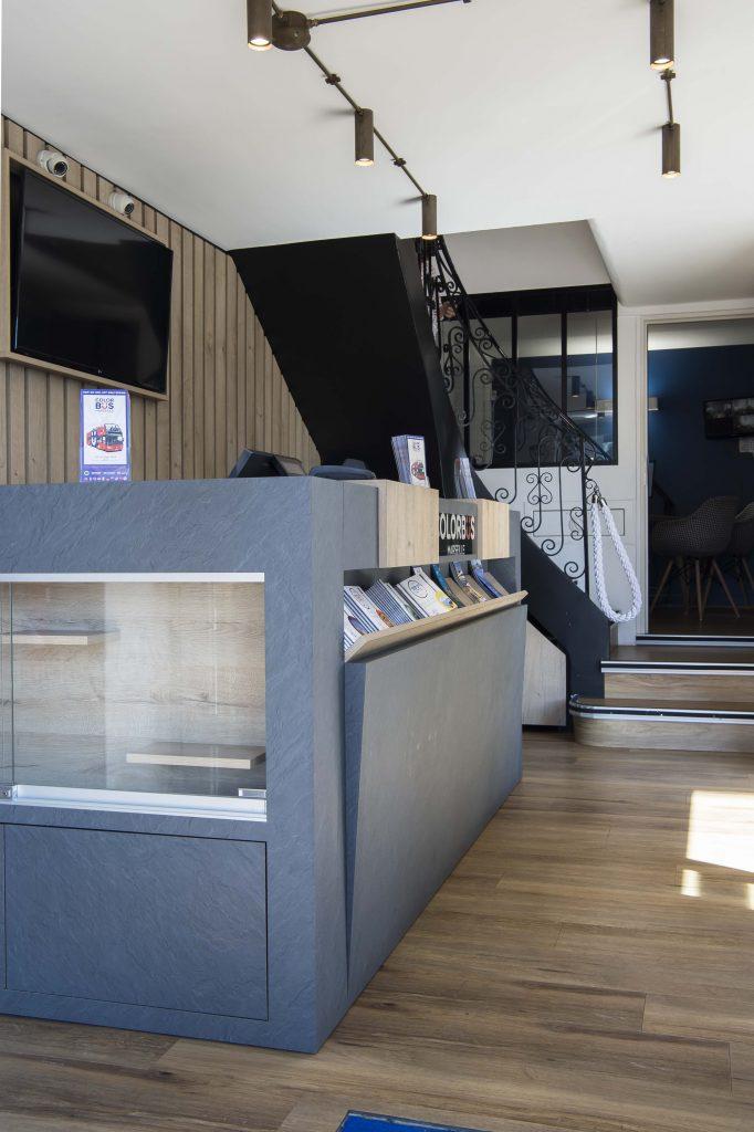 Agence de bus touristique colorbus marseille 13002 coralie aubert décoration d'intérieur architecte d'intérieur rénovation commerce boutique agence